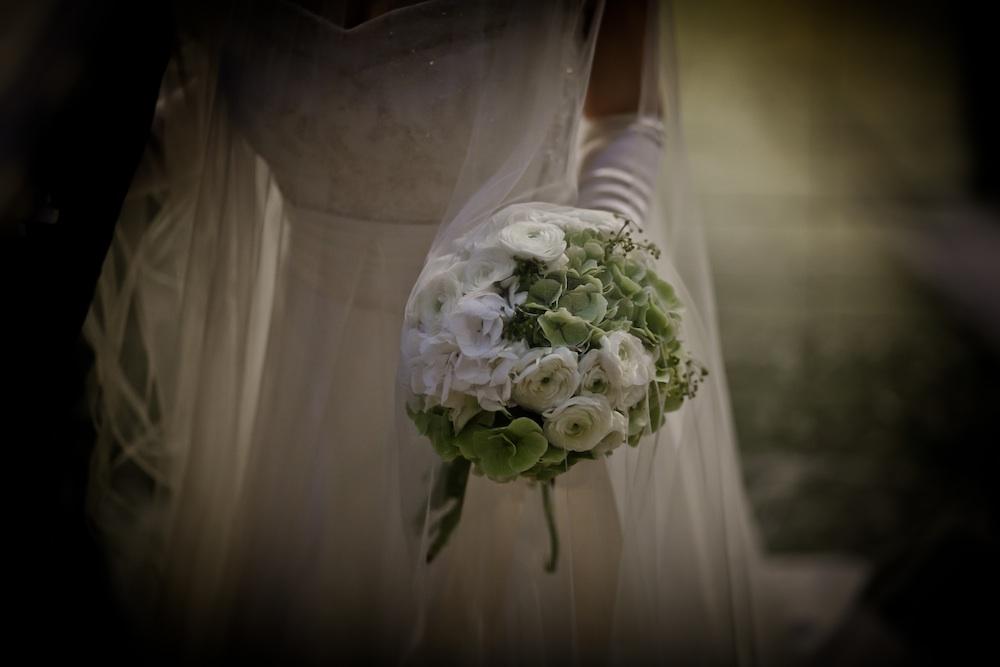 ウェディングブーケは、結婚式の当日、花嫁さんが一番身近で幸せを感じるアイテム。世界でたった一つのあなただけのブーケを、作ってみませんか?