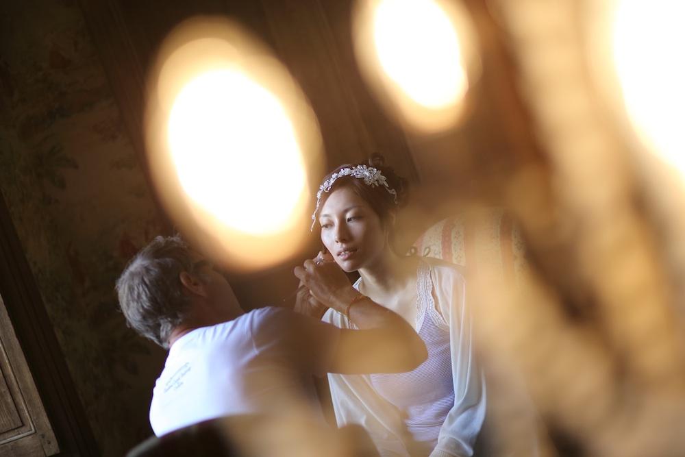 花嫁様の一日はヘアメイクから始まります。欧州内、日本人のヘアメイクスタイリストのアレンジも可能です